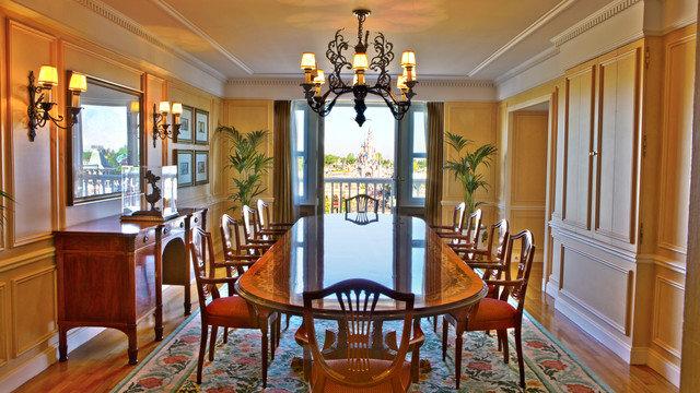 Disneyland hotel disneyland paris tips advice for Best dining rooms paris